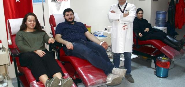 """Üniversite öğrencileri Sinop'a """"kan"""" veriyor"""