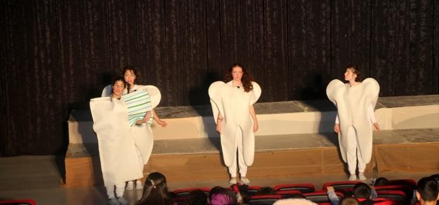 Üniversiteliler çocukları tiyatro ile buluşturdu