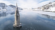 Buz yüzeyindeki minare ilgi çekti