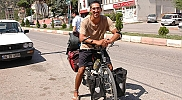 İtalyan öğretmen bisikletiyle dünyayı dolaşıyor