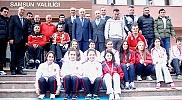Vali Şahin, başarılı sporcuları ödüllendirdi
