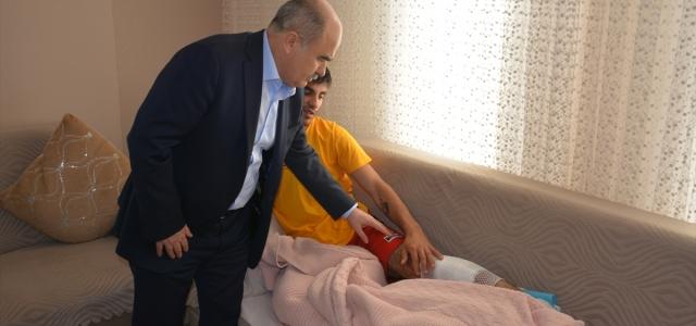 Vali Dağlı Suriye'de yaralanan askeri ziyaret etti