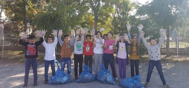 Vezirköprü'de öğrencilerden çevre temizliği