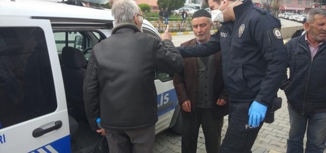 Vezirköprü'de sokağa çıkan 65 yaş üstü vatandaşlar uyarılarak evlerine gönderildi