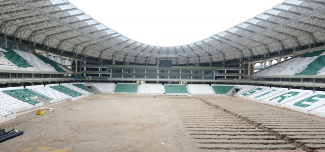 Yapımı devam eden Çotanak Stadı'nın koltukları takılıyor
