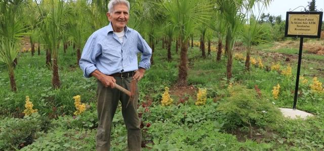 """Yıllarca emek verip kıraç alanı """"botanik park"""" yaptı"""
