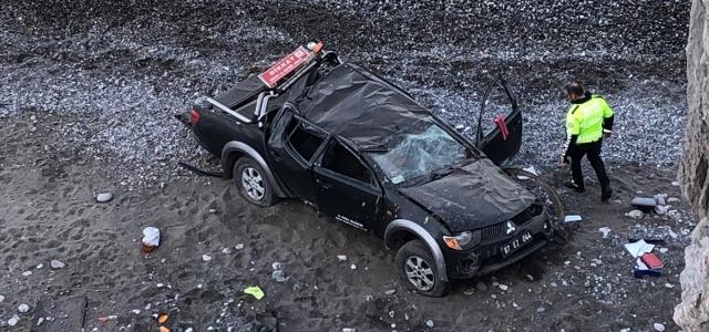Zonguldak'ta deniz kenarına düşen kamyonetin sürücüsü yaralandı