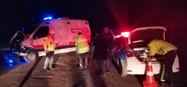Zonguldak'ta görevden dönen ambulans istinat duvarına çarptı: 1 yaralı