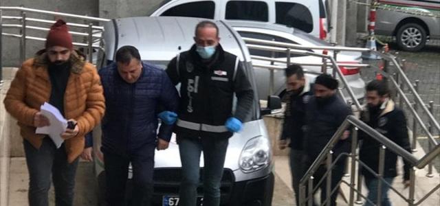 Zonguldak'ta halk otobüsüne alınmayan yaşlıyı aşağıladığı iddia edilen 2 kişi yakalandı