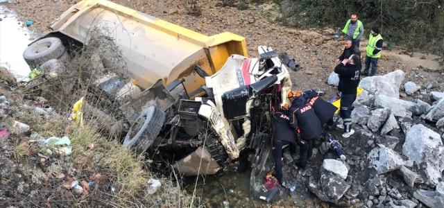 Zonguldak'ta otomobil ile kamyon çarpıştı: 5 yaralı