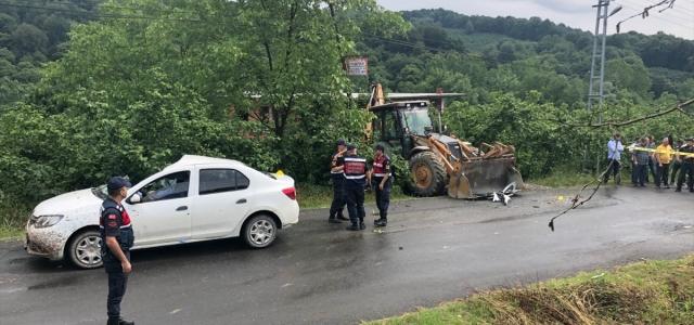 Zonguldak'ta otomobil ile kepçe çarpıştı: 1 ölü, 2 yaralı
