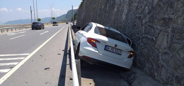 Zonguldak'ta trafik kazasında 2'si çocuk 3 kişi yaralandı